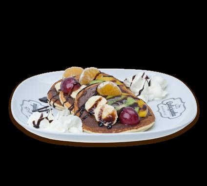 Naleśniki pancakes zowocami ibitą śmietaną